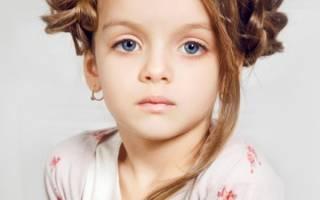Прическа девочке на 8 марта: как и какую сделать укладку, стрижку ребёнку к женскому празднику для утренника в детском саду, лучшие варианты с фото, пошаговые инструкции