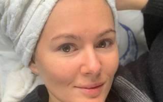 Мария Кожевникова окрасила волосы в светлый тон и вновь напомнила зрителям о своем знаменитом образе из сериала «Универ»