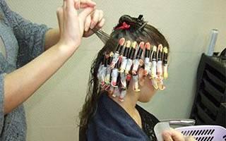 Вертикальная химия: как сделать легкую вертикальную химическую завивку на короткие, средние и длинные волосы, стоимость, коклюшки и бигуди для вертикальной биозавивки, технология выполнения, фото и видео