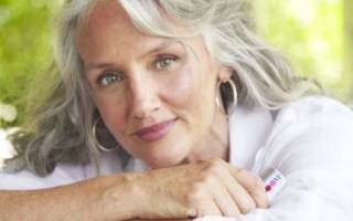 Уход за седыми волосами: какие средства выбрать после 50-60 лет, лучшие маски, народные способы