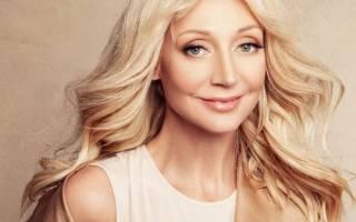 Кристина Орбакайте удивила розовыми волосами на модном показе Валентина Юдашкина