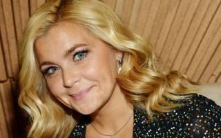 Ирина Пегова сделала модное окрашивание: популярная актриса последовала примеру Джей Ло, добавив медовые акценты в светлые волосы